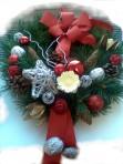 Červenostrieborný vianočný veniec