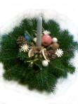 Bieloprírodný vianočný aranžmán
