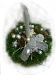 Bielostrieborný vianočný aranžmán