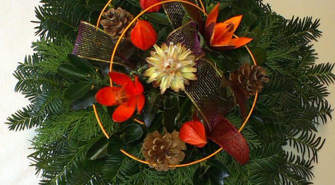 Oranžovohnedý okrúhly aranžmán