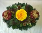 Malý oválny aranžmán s chryzantémami