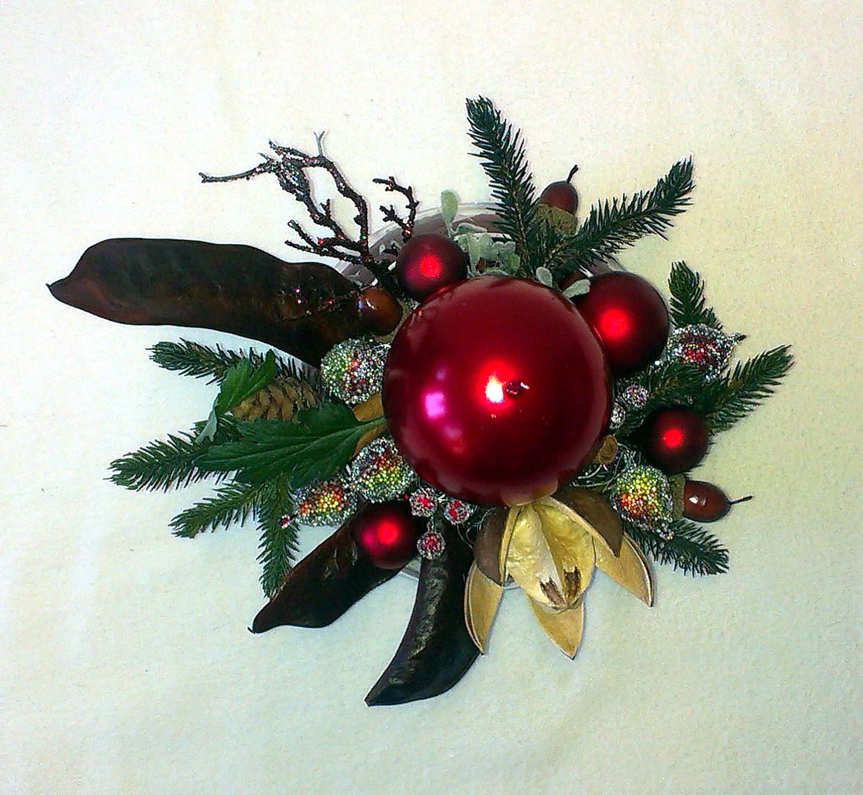 Hnedobordový vianočný aranžmán v skle