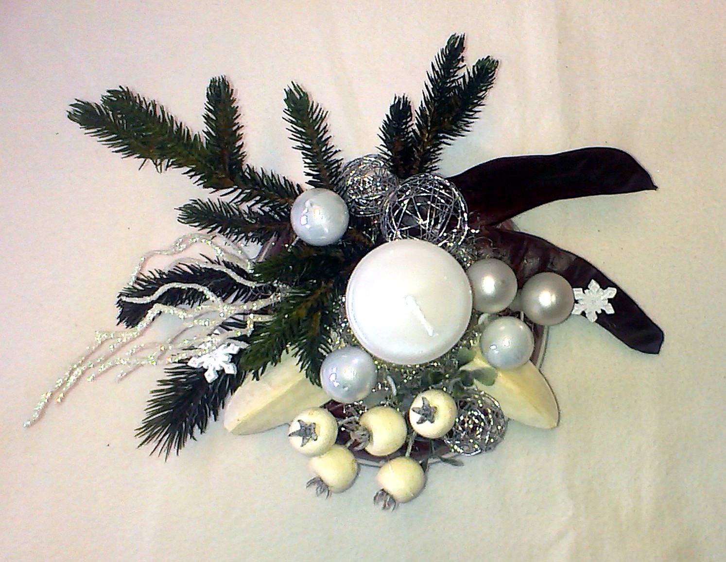 Biely vianočný aranžmán v skle