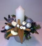 Bieloprírodný vianočný aranžmán v keramike
