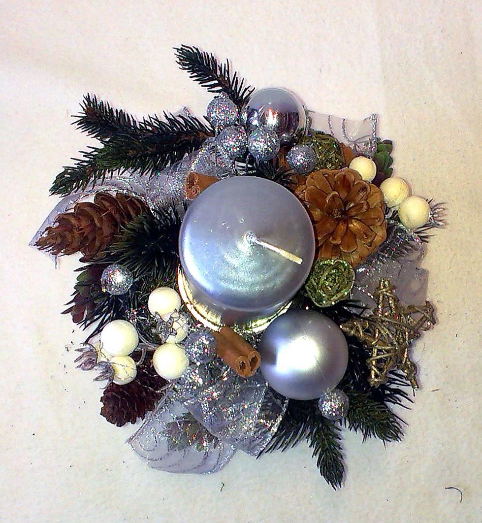 Strieborný vianočný aranžmán