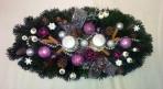 Fialovobiely oválny vianočný aranžmán