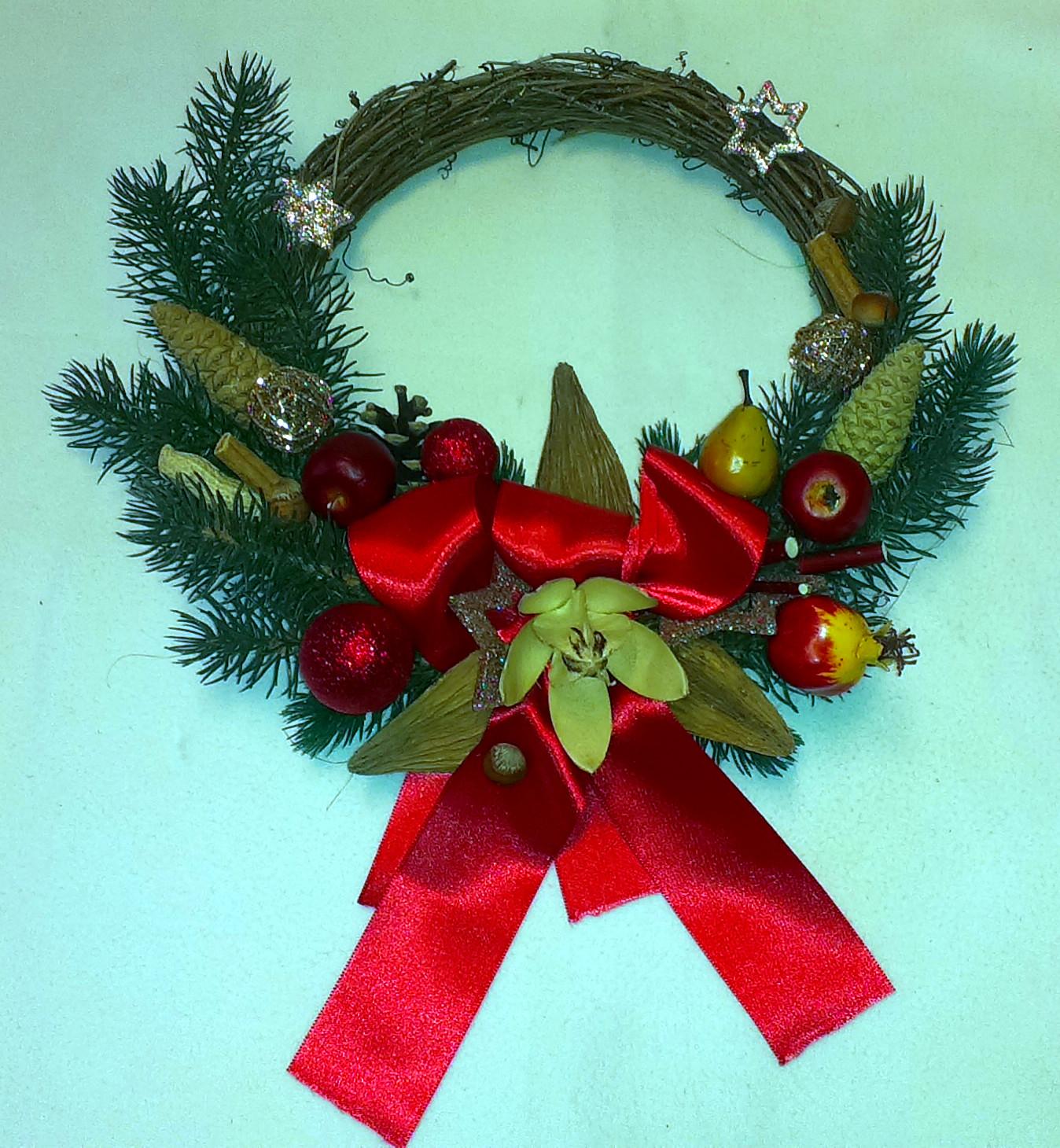 Červenohnedý prútený vianočný veniec