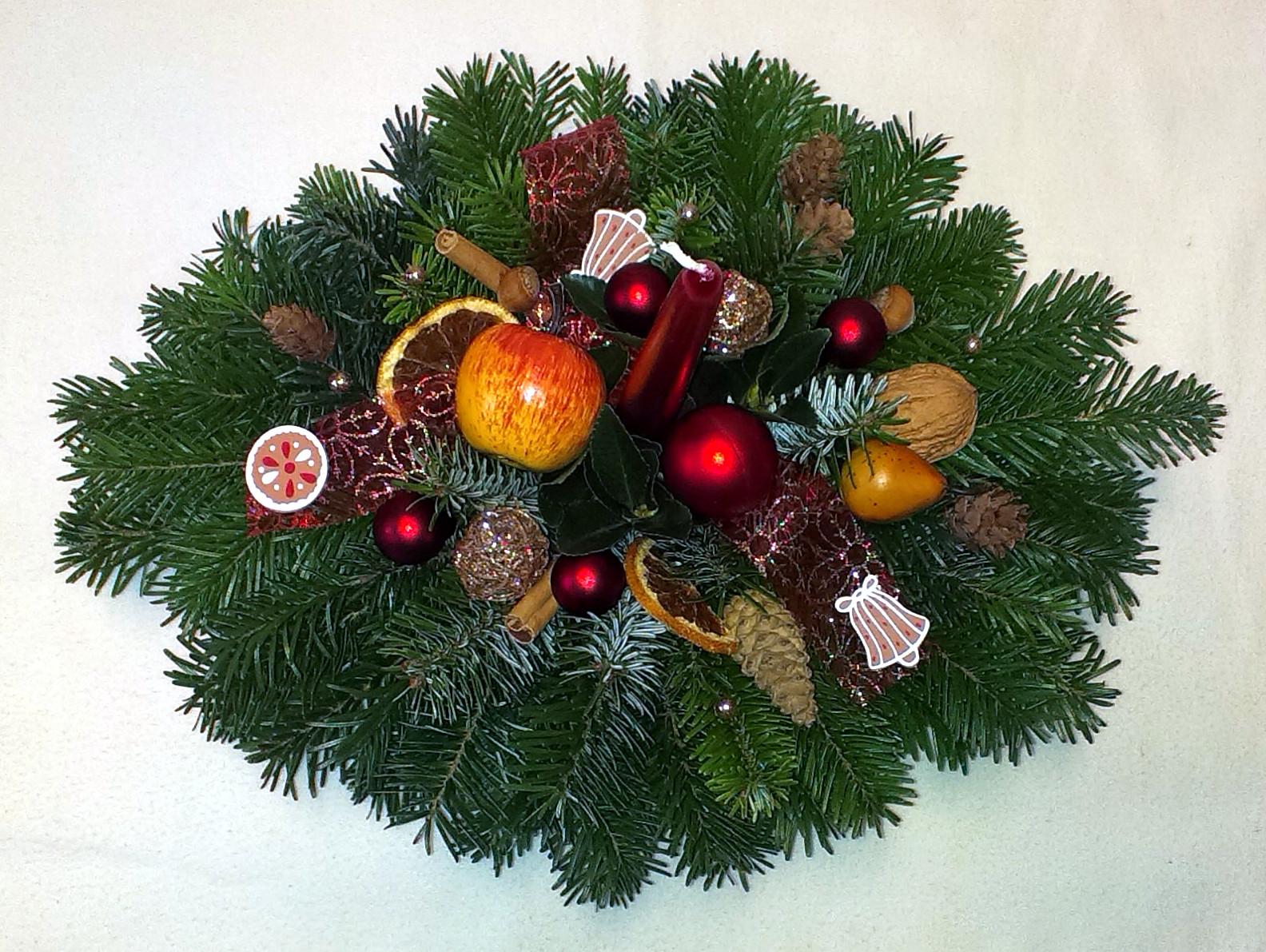 Prírodnočervený vianočný aranžmán