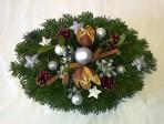 Striebornoškoricový vianočný aranžmán