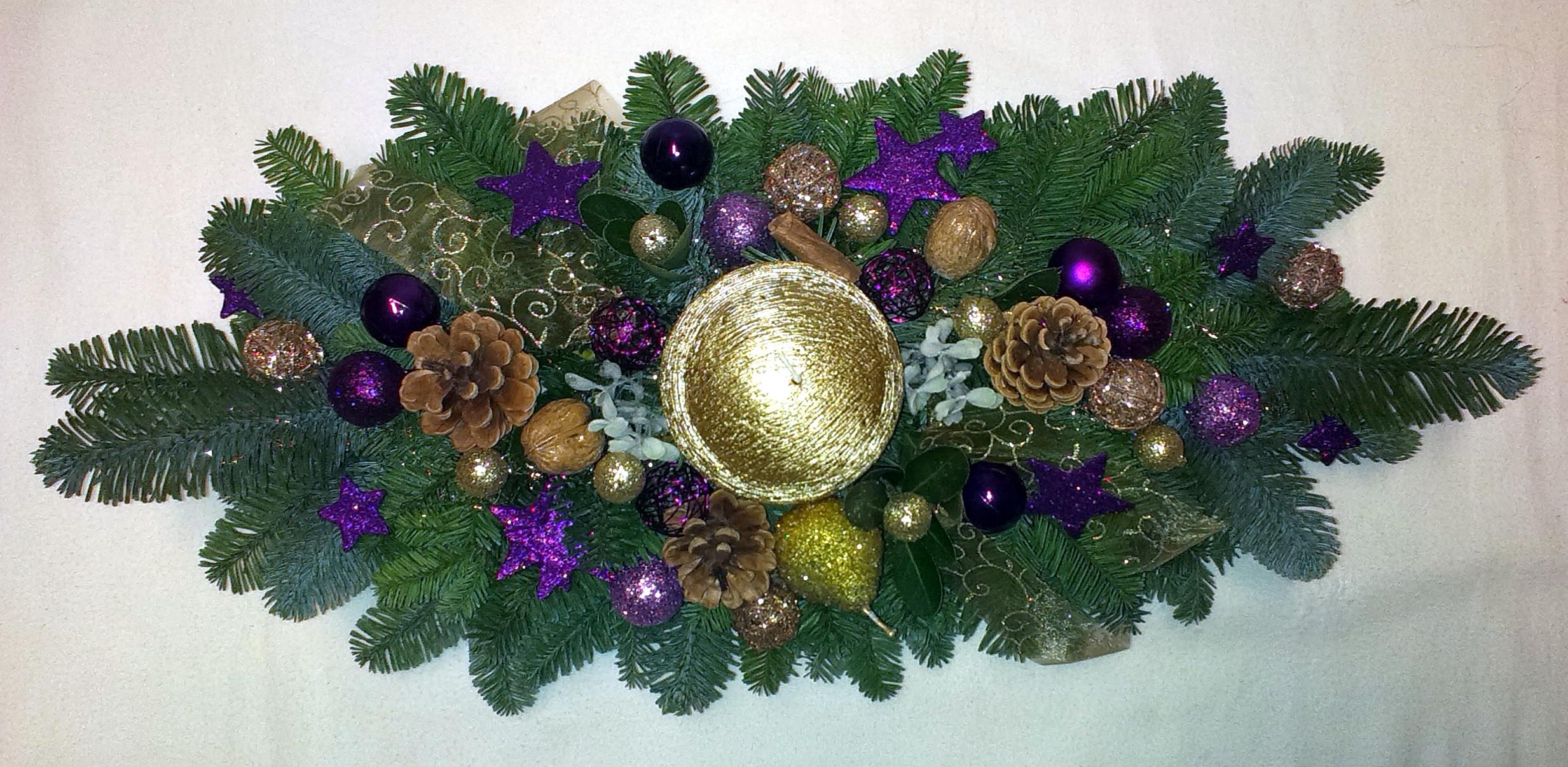 Fialovozlatý vianočný aranžmán
